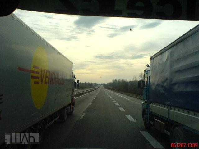 predjizdeni-3-kamiony-francie